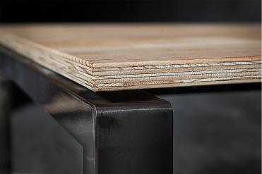 Material und Oberflächen in ihrer natürlichen Struktur belassen.